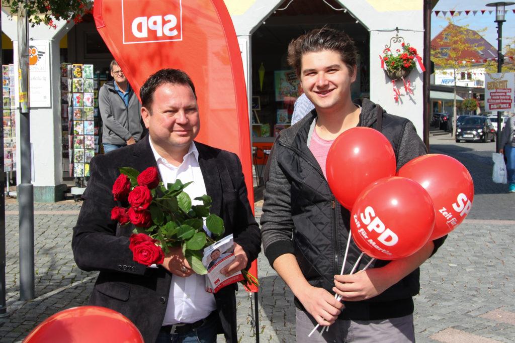 Martin Gerster auf dem Wochenmarkt in Bad Schussenried